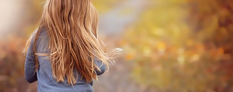 caduta dei capelli: quali sono le cause e i rimedi per contrastare la caduta dei capelli